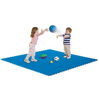 726105 Playmats Set 001